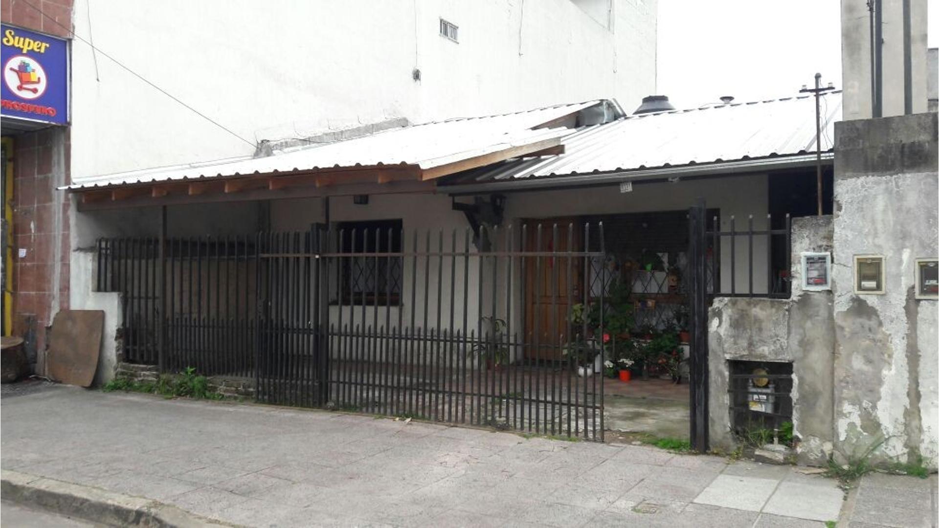 SAN MARTÍN - CASA 3 AMB. CON JARDIN AL FONDO