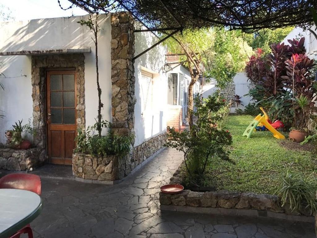 Casa con jardin y gran quincho