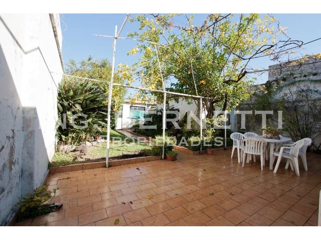 Casa 4 ambientes con jardín - Lote 8,66 x 43,42 mts -