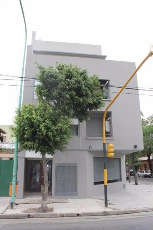 Local Miller 4302 Esq. Ruiz Huidobro - Saavedra