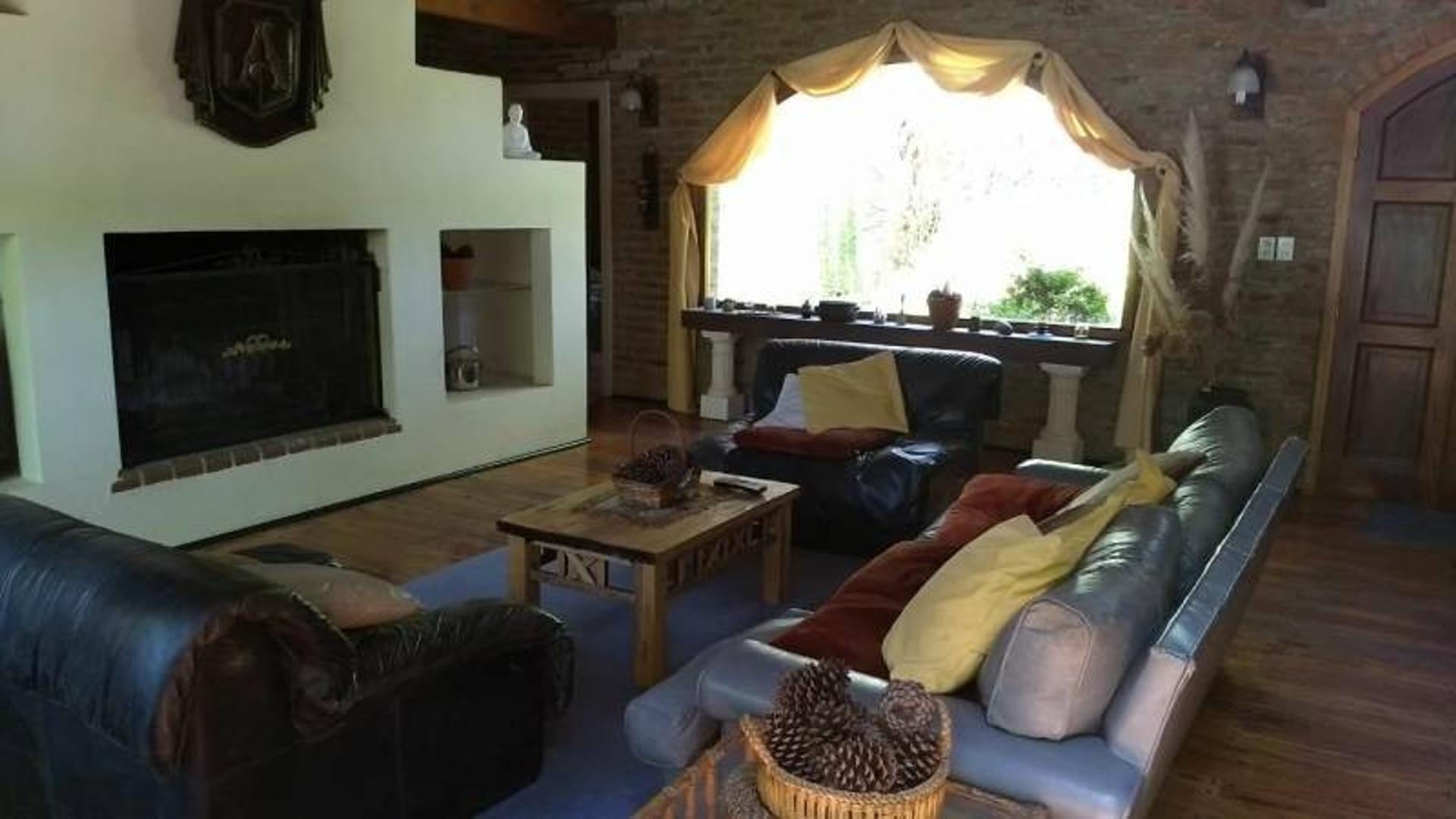 Casa - 170 m²   3 dormitorios   2 baños