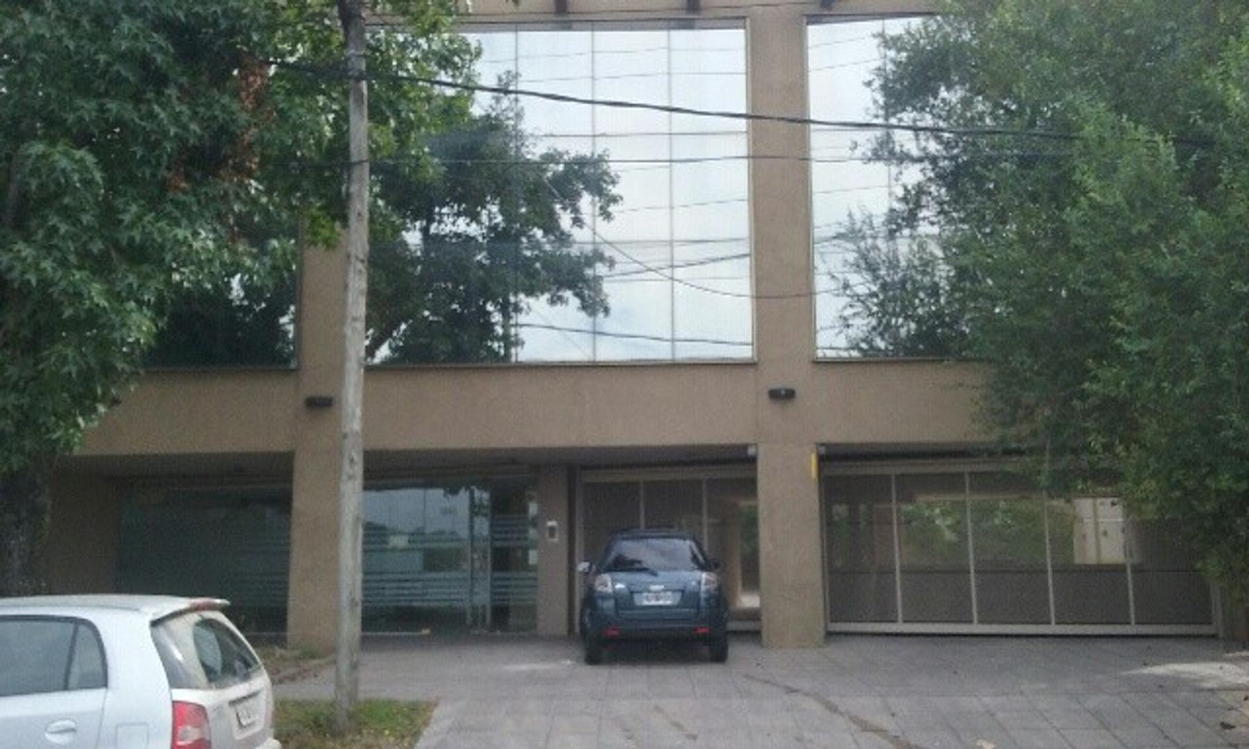 EDIFICIO DE OFICINAS EN BLOCK - CON COCHERAS