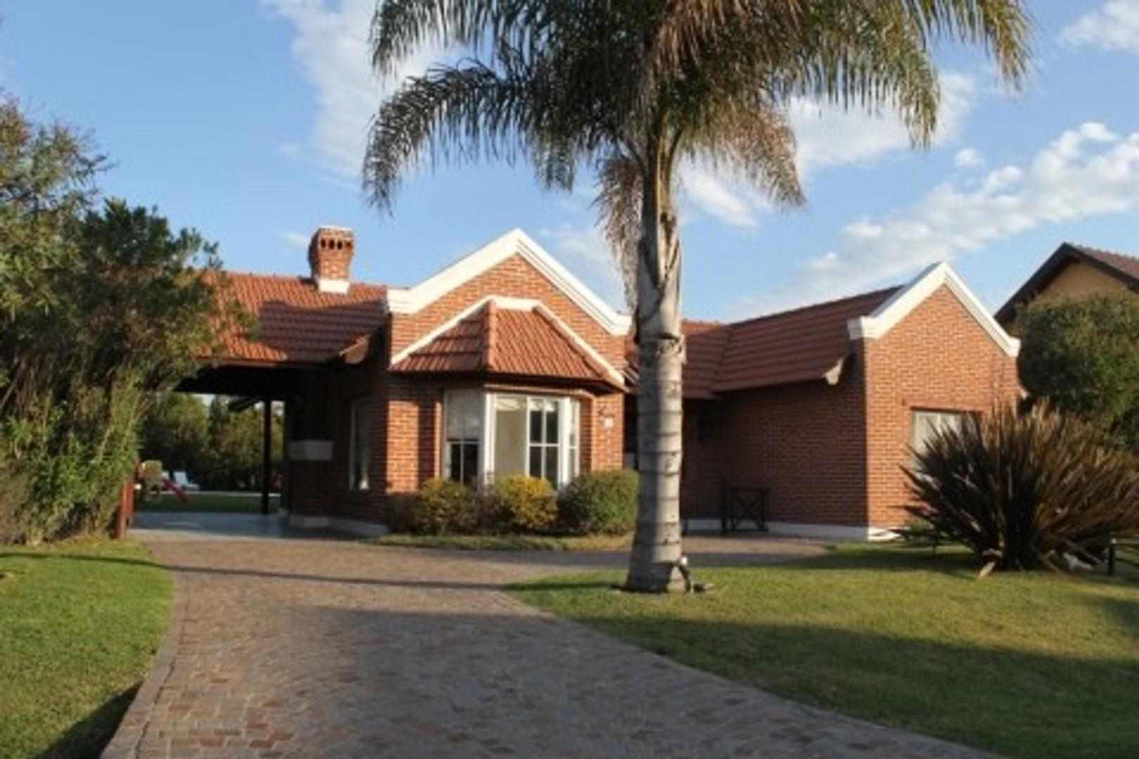 Casa en Venta en Echeverria Del Lago - 5 ambientes