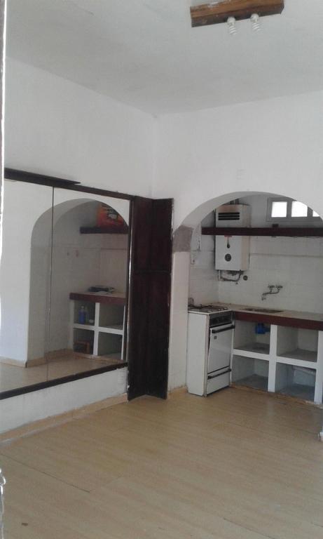 C & P Inmobiliaria alquila: casa 1 dormitorio, 30 m2, patio chico, $4.000