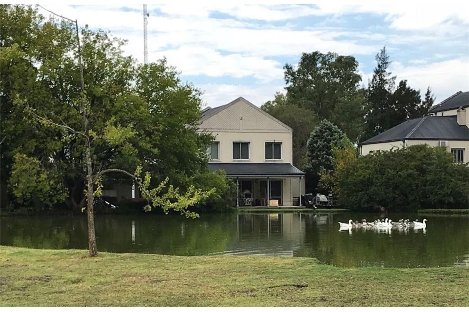 Duplex en excelente estado con vista a la laguna
