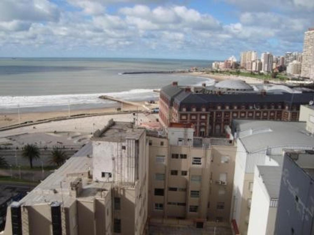 3 ambientes externo con gran vista al mar y sierras y cochera fija zona centro