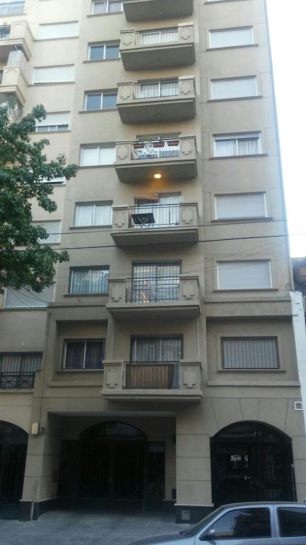 Muy buen departamento de 2 ambientes al contrafrente con balcón. NO SE ACEPTAN MASCOTAS