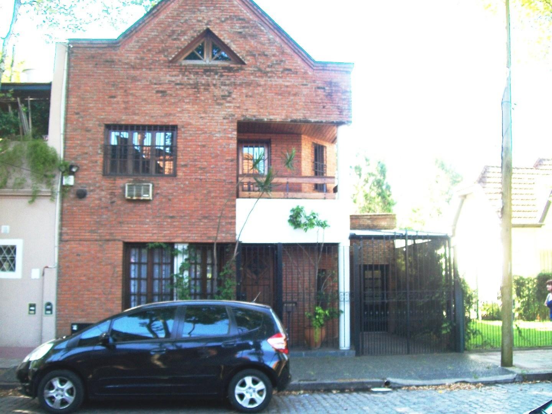 Hermosa Casa en Venta, 5 ambientes,  Lote de 8,66x 29mts. Zona Residencial Impecable y accesible