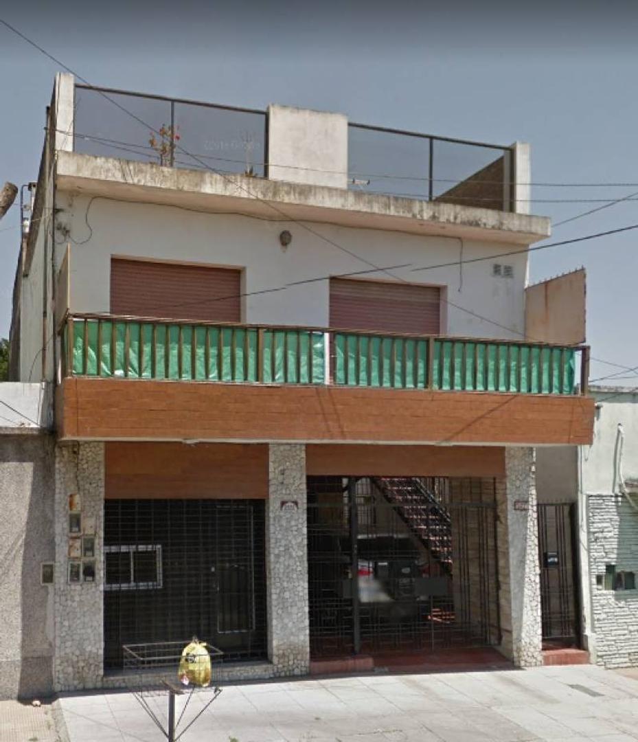 Departamento tipo Casa 2 Ambientes 1º Piso Frente con balcon y Terraza