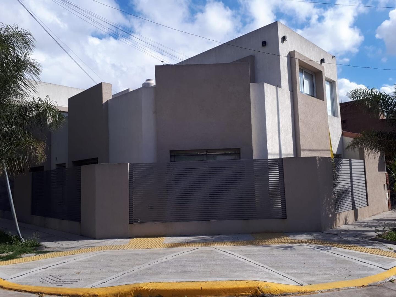 Casa en Venta en Barrio Naón - 5 ambientes