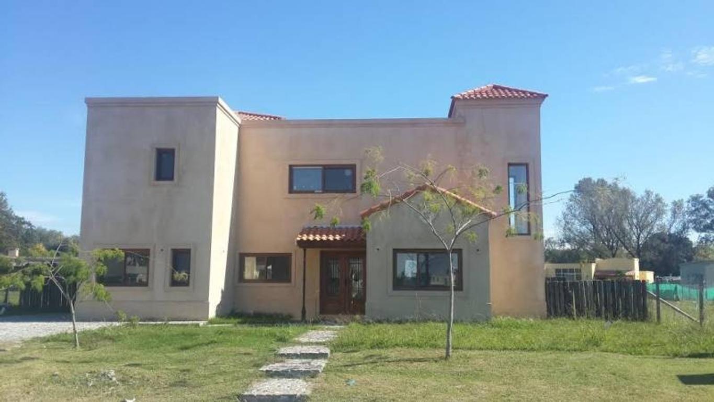 Excelente casa en lote central Area 2 - San Matias