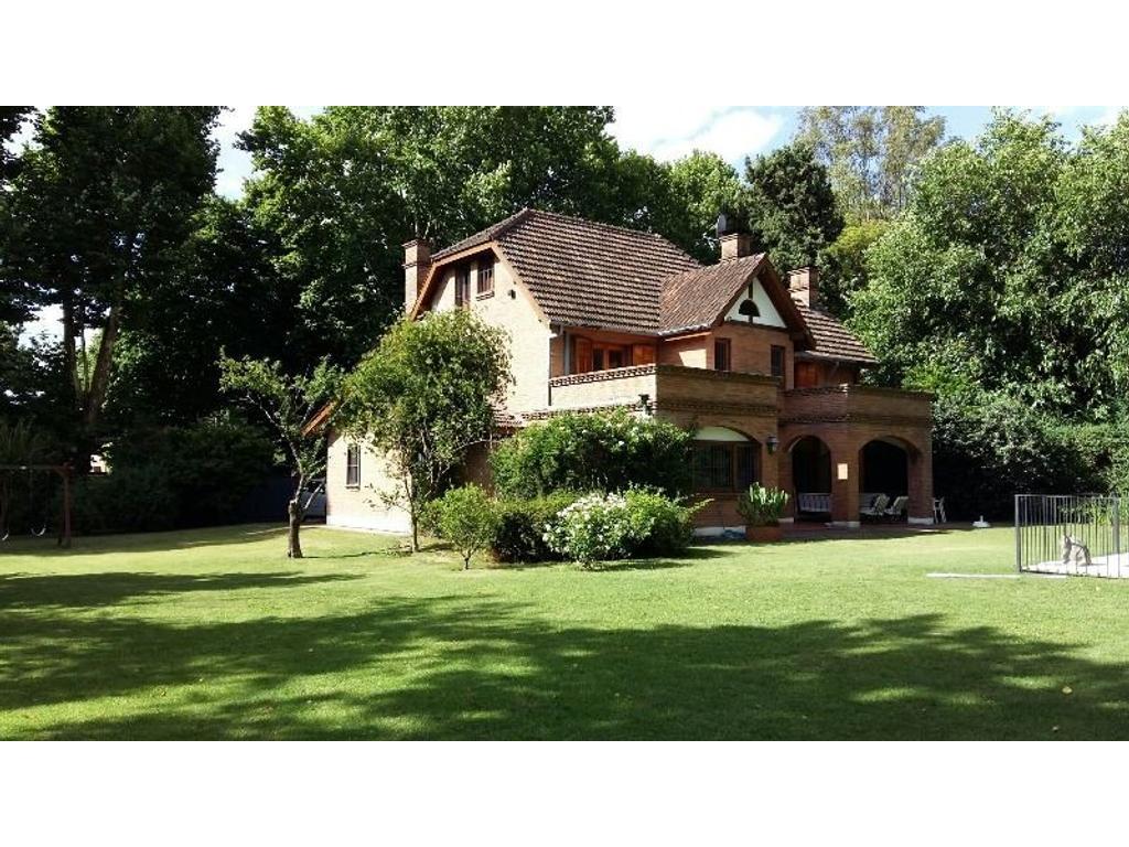 Casa en Venta en San Isidro, Excelente parque, pileta y quincho