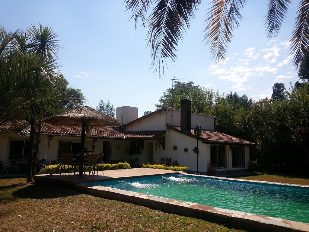 BELLA CASA EN LOTE DE 1800 con 2 dor quincho y piscina