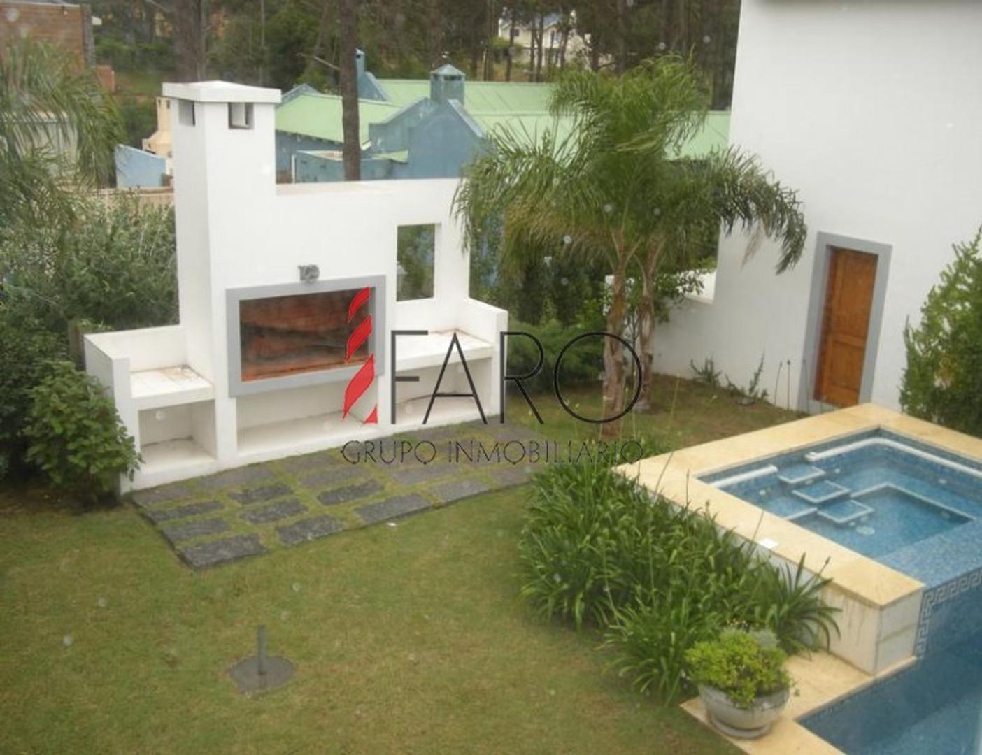 Casa - 500 m² | 5 dormitorios | 2019 años