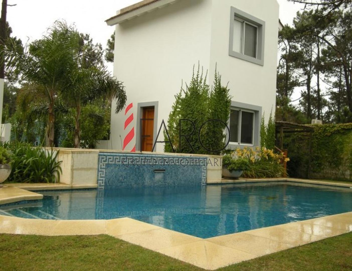 Casa en Venta en Montoya - 6 ambientes