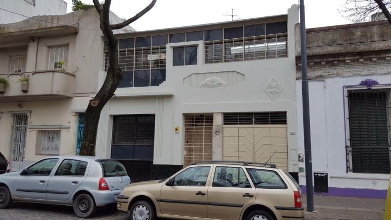 Amplia Casa de 8 ambientes  en 2 plantas con Ascensor.  Ideal Oficinas o Productora