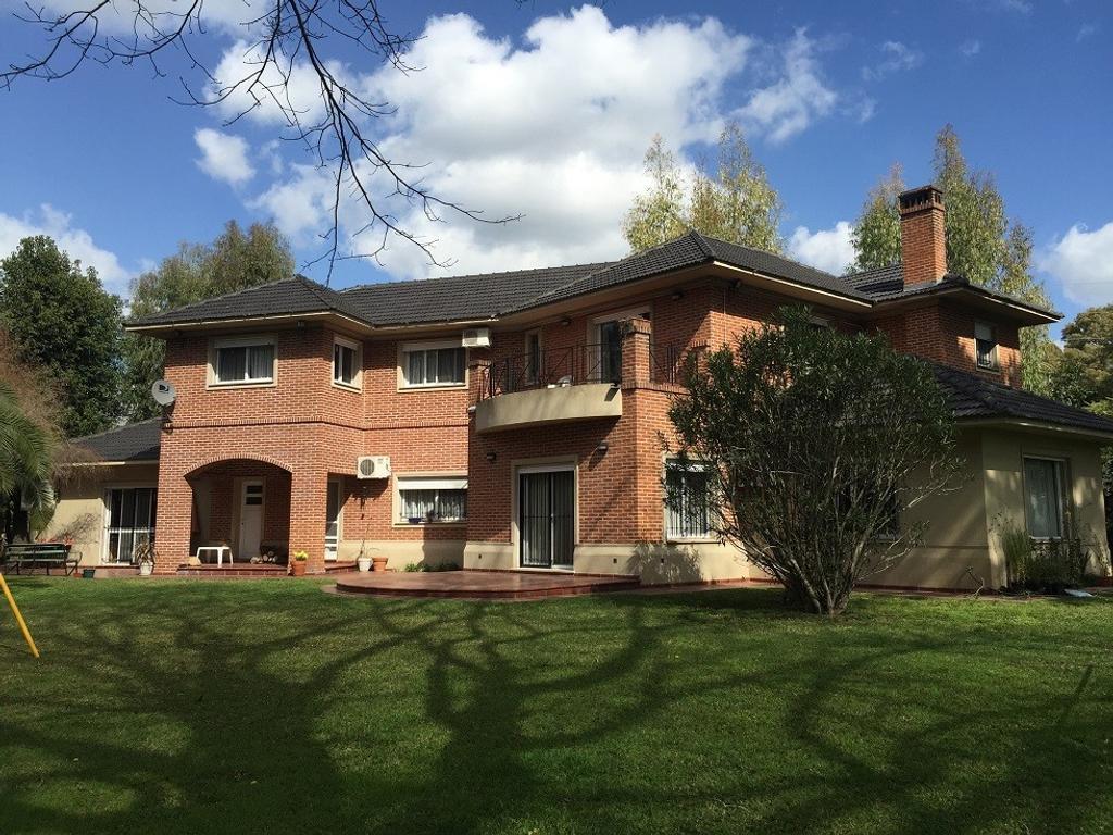 Excelente casa en Villa Elisa