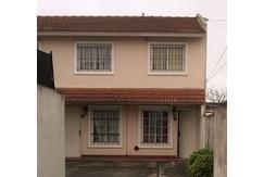 LOMAS DEL MIRADOR - VENDE - Duplex de 3 amb contra-frente con cochera