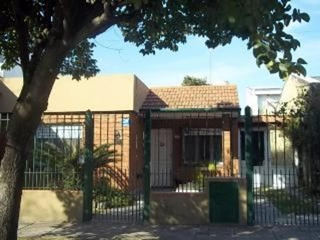 Casa en Alquiler de 3 ambientes en Buenos Aires, Pdo. de Quilmes, Don Bosco