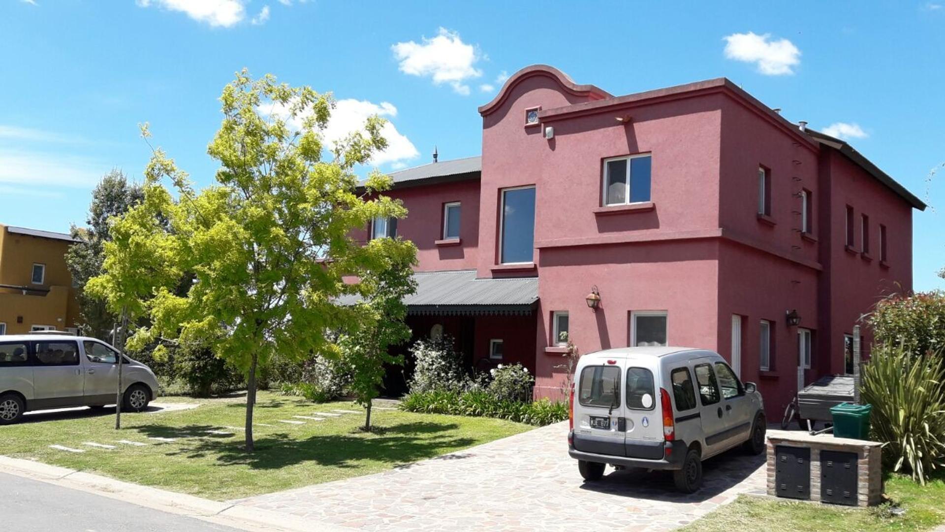 Casa en Venta, Bº San Benito, 575.000 U$S.