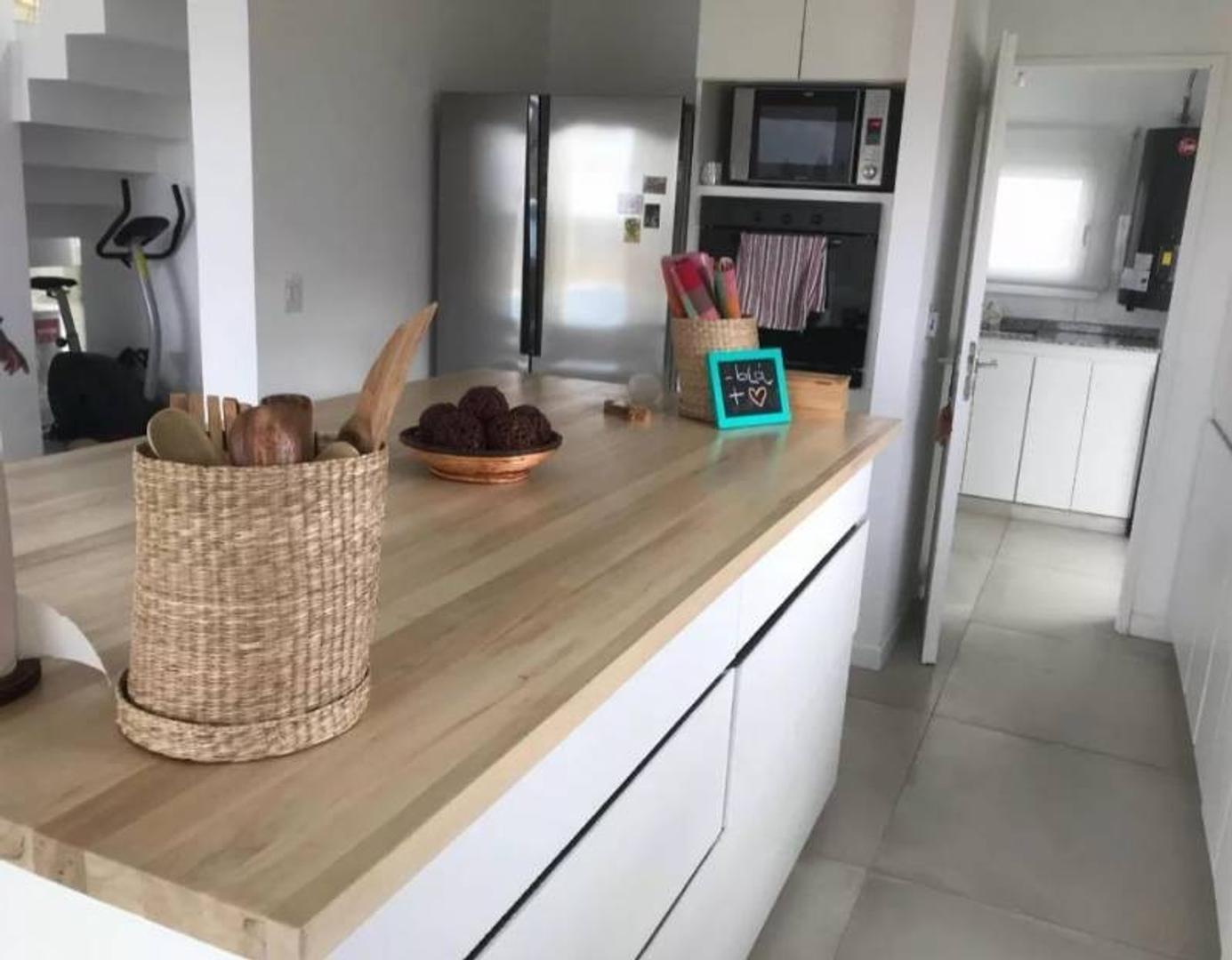 Casa - 170 m² | 3 dormitorios | 3 baños