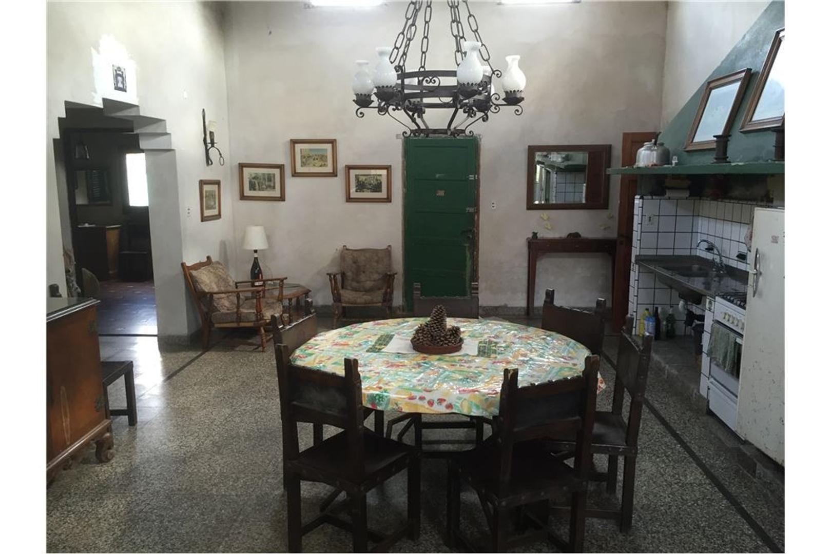 Casa en venta + departamento en Miramar