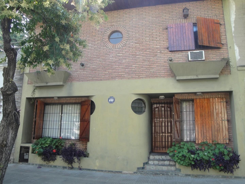 casa en 2 plantas con amplio patio