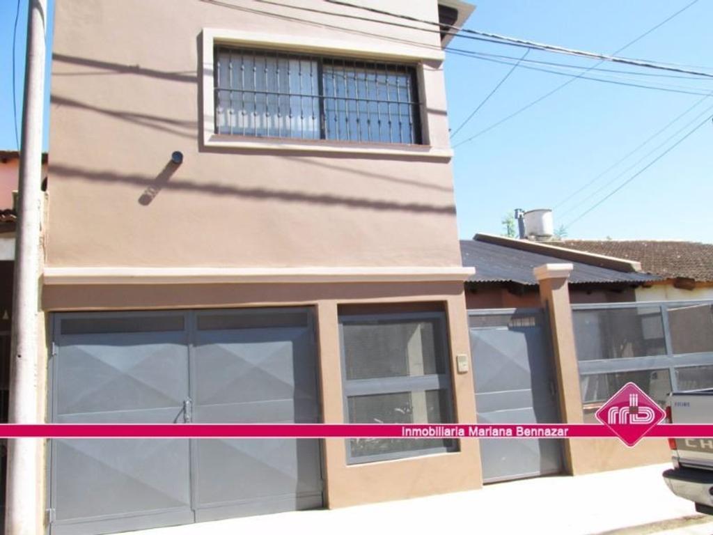 Casa 3 Dormitorios a mts Av. Sarmiento