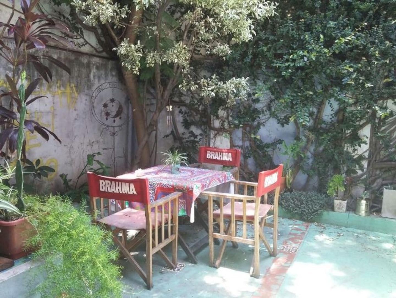PH sobre Av. Monroe: 3 ambientes + entre piso + patio = 107 m2