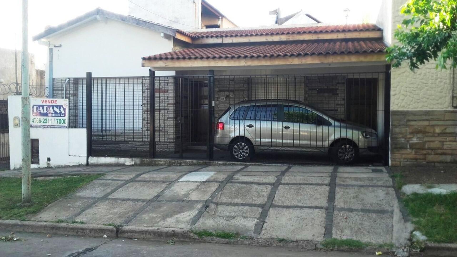 CHALET 3 DORMITORIOS Y DEPTO DE 2 AMBIENTES AL FONDO, ZONA JUMBO