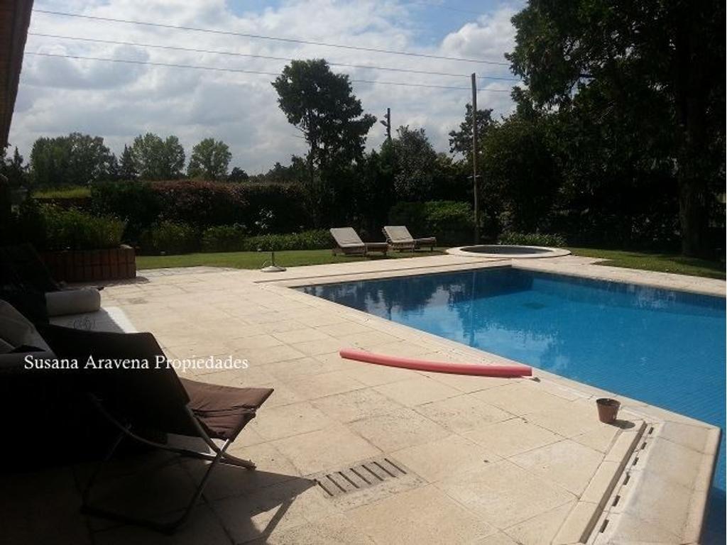 excelente casa en venta en Lagartos Country Club