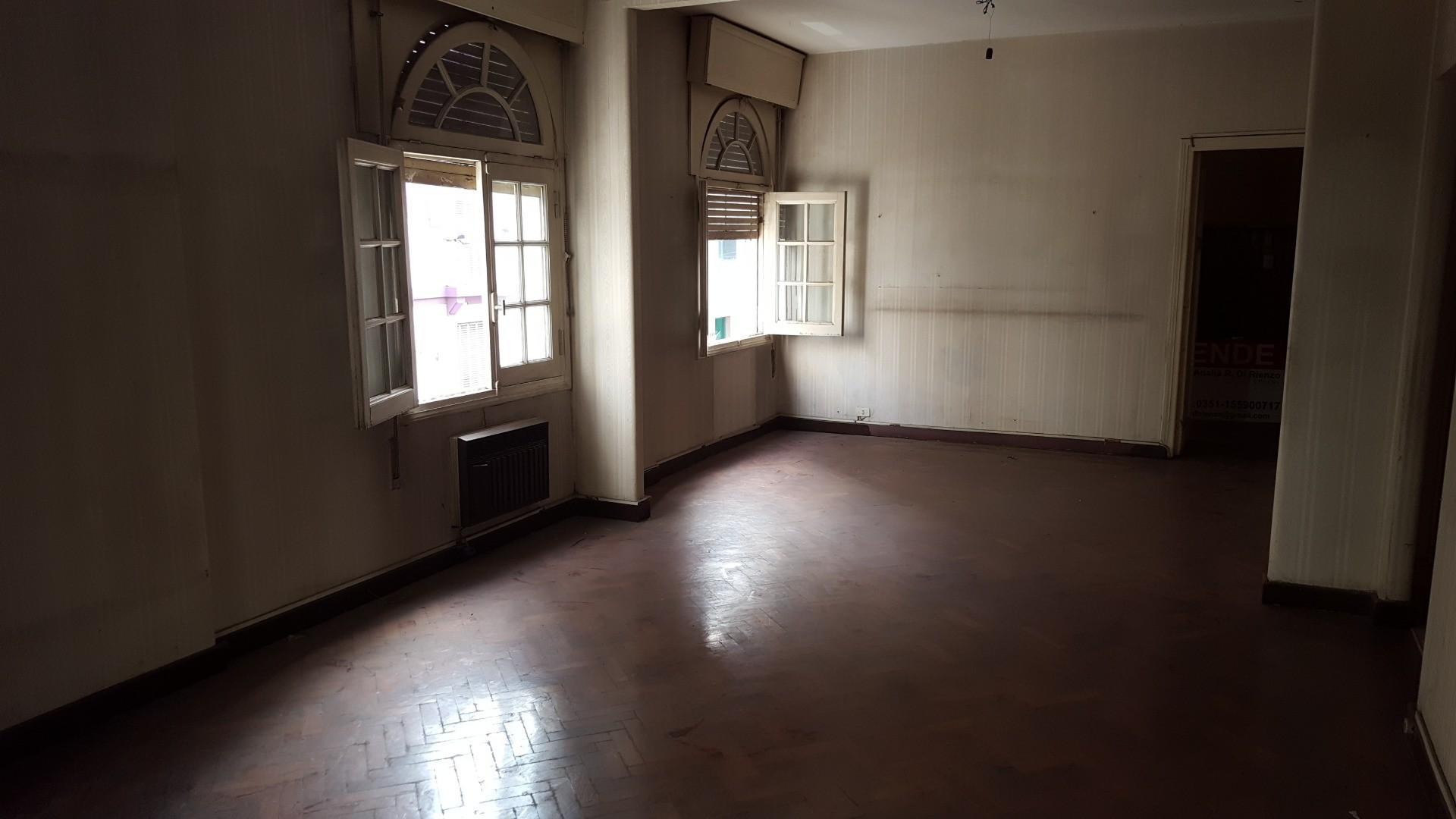 A RECICLAR piso sobre Av. Colón y Fragueiro a mts de Cañada  - Totalmente externo -