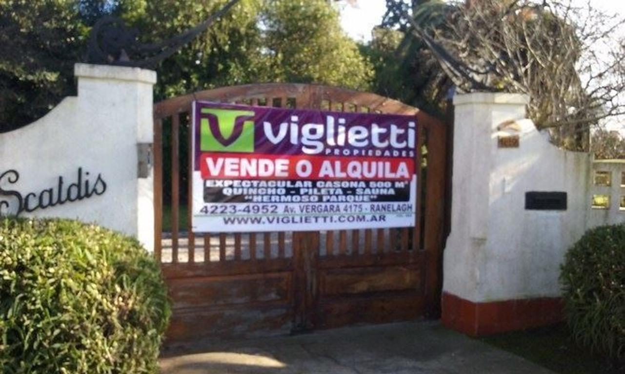 IMPORTANTE CASONA, SALIDA A 3 CALLES,  EN VENTA O ALQUILER