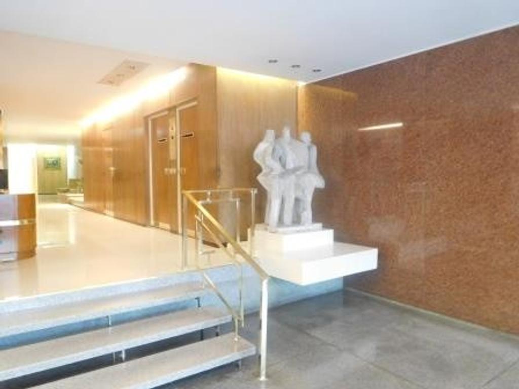 2 ambientes amplios Libertador y Salguero: seguro, luminoso y en perfecto estado.