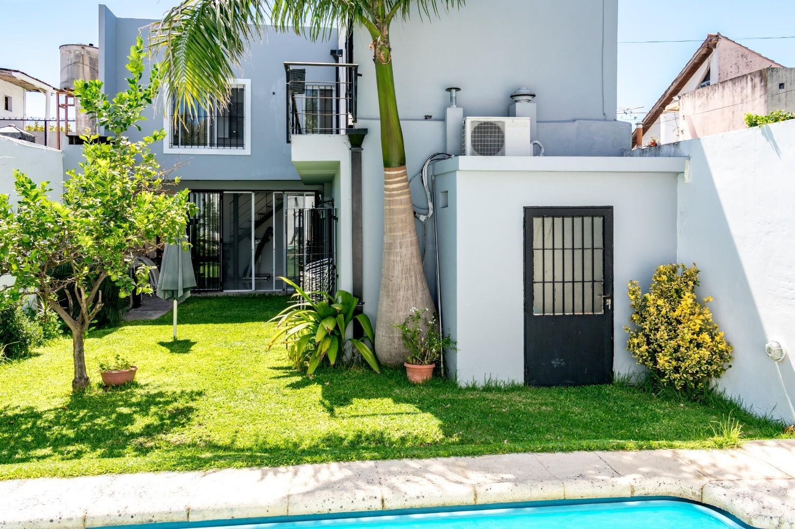 Casa con jardín, pileta y garage en Quilmes APTO CRÉDITO