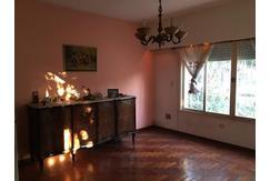 Importante casa 4 amb. en VENTA en Villa Luzuriaga