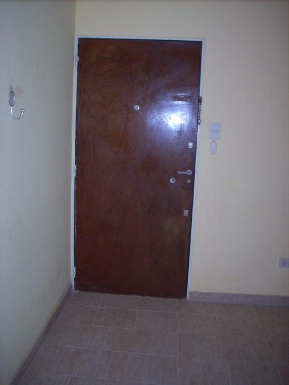 Dpto con cocina, comedor y dormitorio con amplio placard, baño en suite.