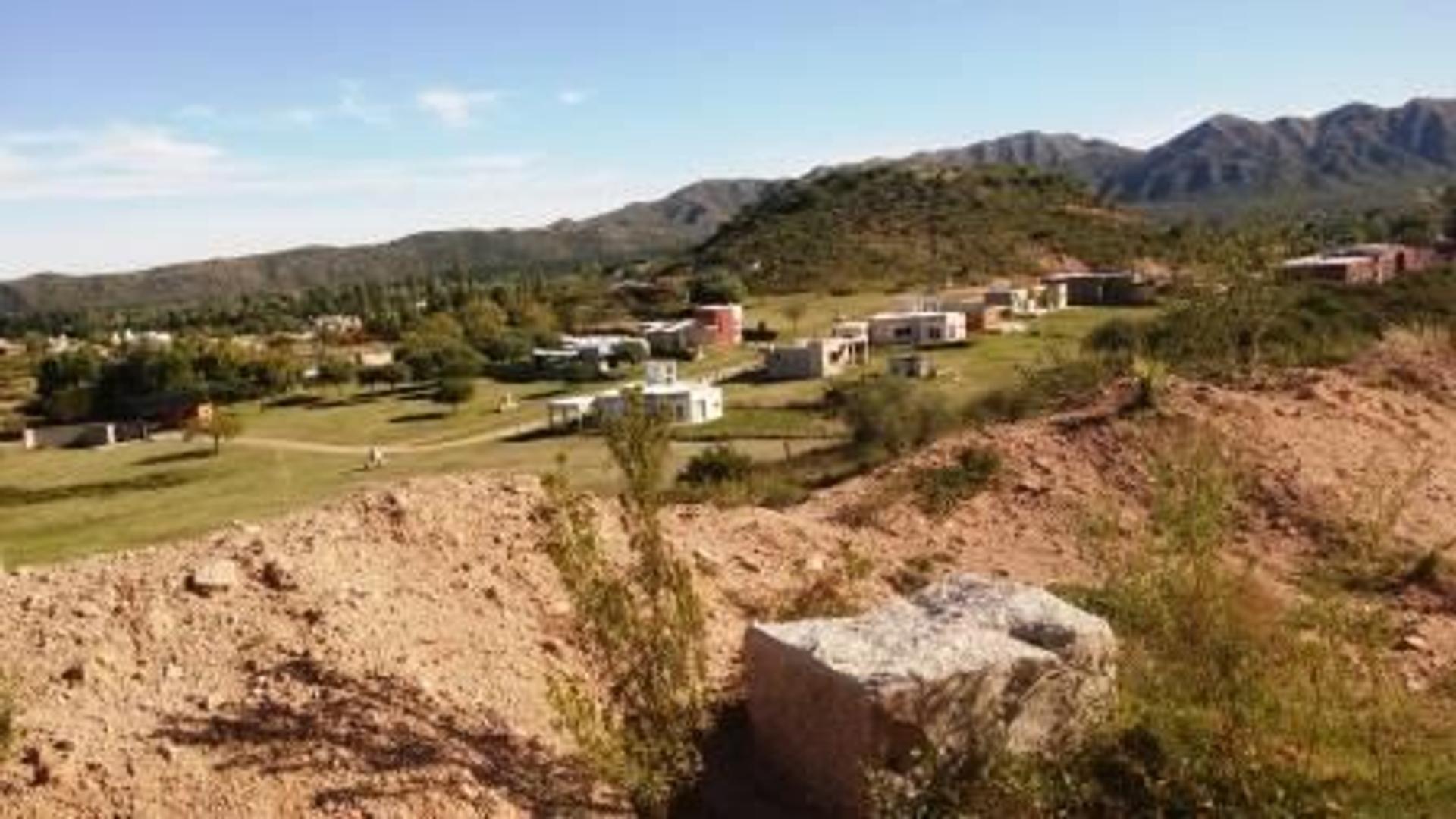 10.000 mts2, con entrada privada, vista panoramica enclavado en las Sierras en Juana koslay UNICO