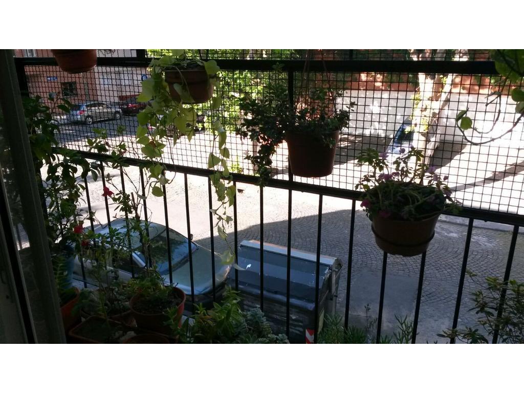 Excelente departamento tres ambientes al frente con balcón corrido
