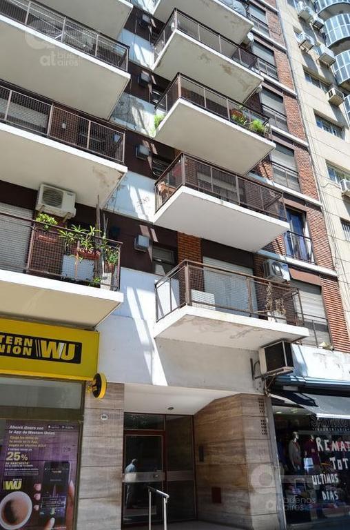 Excelente Departamento 3 ambientes  con 2 balcones.  Recoleta
