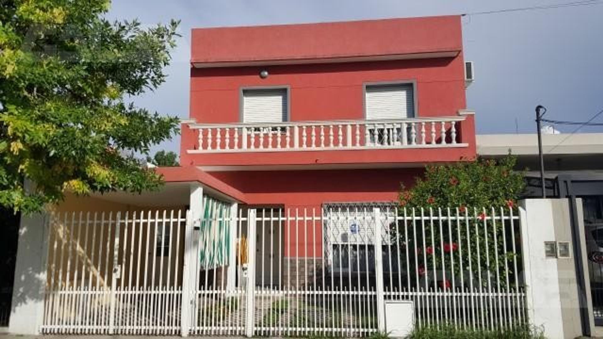 Casa 4 dormitorios en venta a 1 cuadra de la estación de Padua