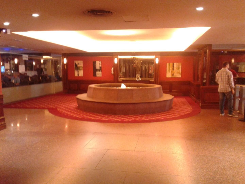 Oficinas de 1 ambiente con seguridad, aire central, en pleno centro baño completo y kitch