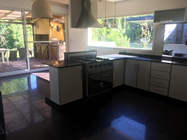 Casa en Venta en La Montura - 5 ambientes