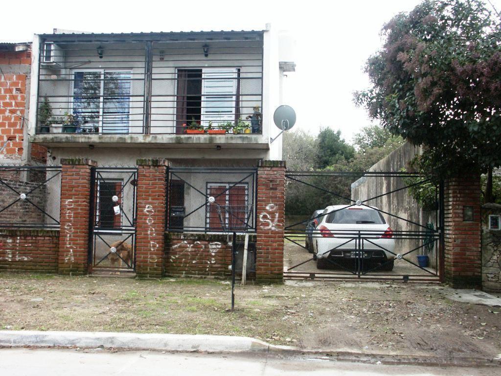 Casa de 10 años, 3 dormitorios en 2 plantas c/amplio lote Padua Sur