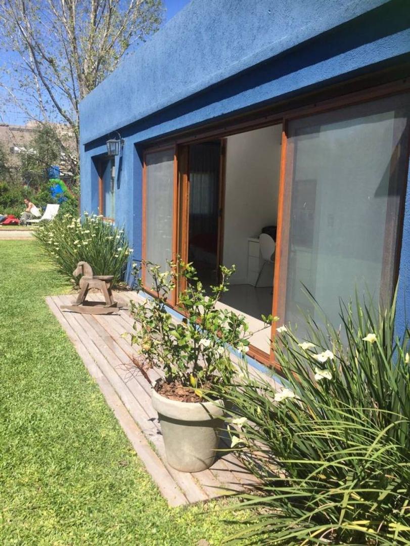 Casa muy linda  en una planta!
