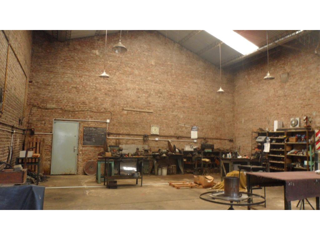 Alquiler Galpón entrada Por Garage Pasillo Al Fondo 100mts Cubiertos Techos 6mts lineales 1 Oficina