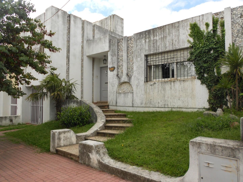 Casa en Venta en Cerro De Las Rosas - 7 ambientes