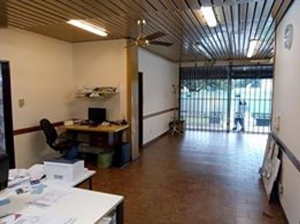 EXCELENTE OFICINA CON POSIBILIDAD DE CONSTRUIR