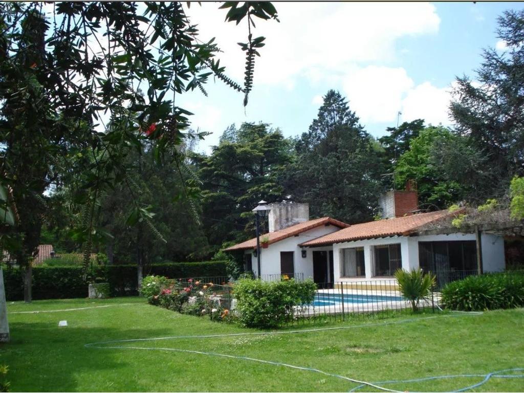 Casa quinta en el corazón de Barrio El Trébol!