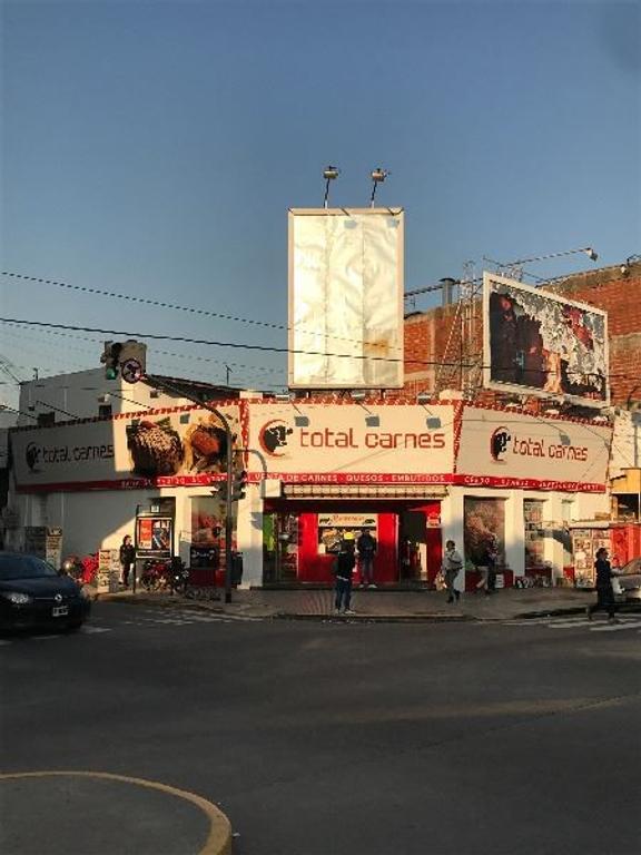 Excelente esquina comercial de V.Lopez